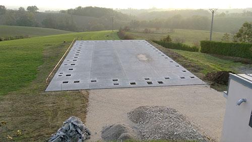 Coulage béton avec emplacement des trous pour les poteaux