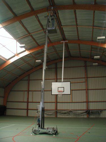 Montage d'un but de basket relevable