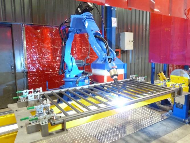 2 postes de robot soudure